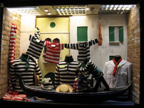Gondola shop window