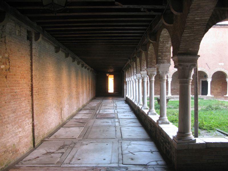 San Francesco della Vignacourtyard