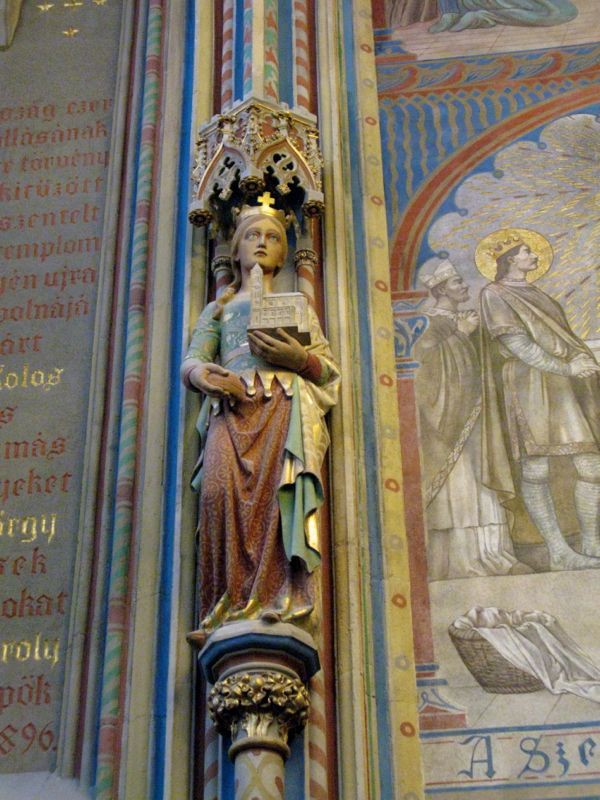 2Budapest_cathedral11 statue