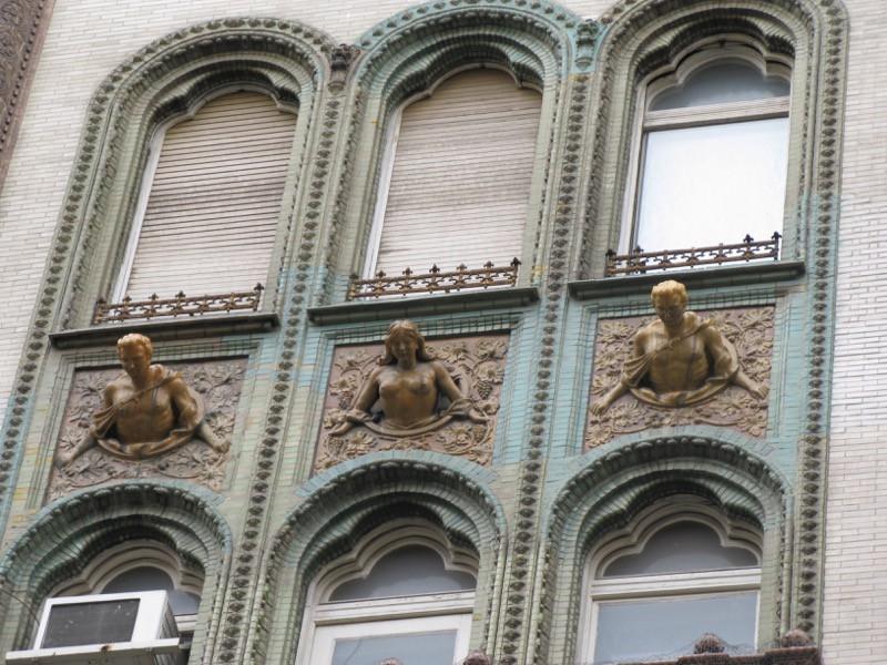 BudapestDay2_12b Parisi Udvar