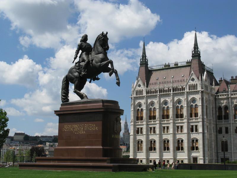 BudapestDay3_6 Parliament1b